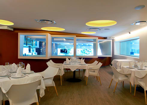 Restaurante El puntal : Comedores de estilo moderno por DIN Interiorismo