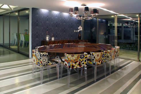 Casa Begalg : Comedores de estilo moderno por DIN Interiorismo