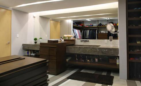 Casa Begalg : Baños de estilo  por DIN Interiorismo