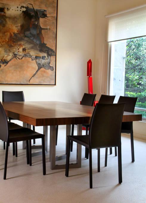 Casa Uliva: Comedores de estilo moderno por DIN Interiorismo
