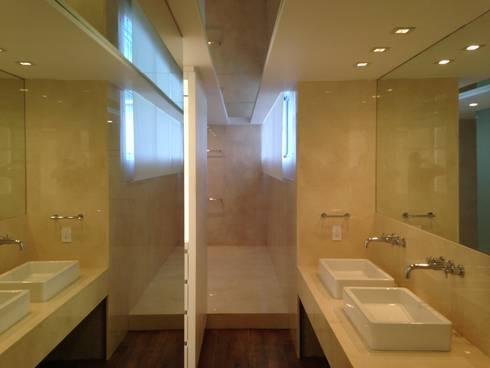 PH - LA ARBOLADA: Baños de estilo minimalista por PA - Puchetti Arquitectos