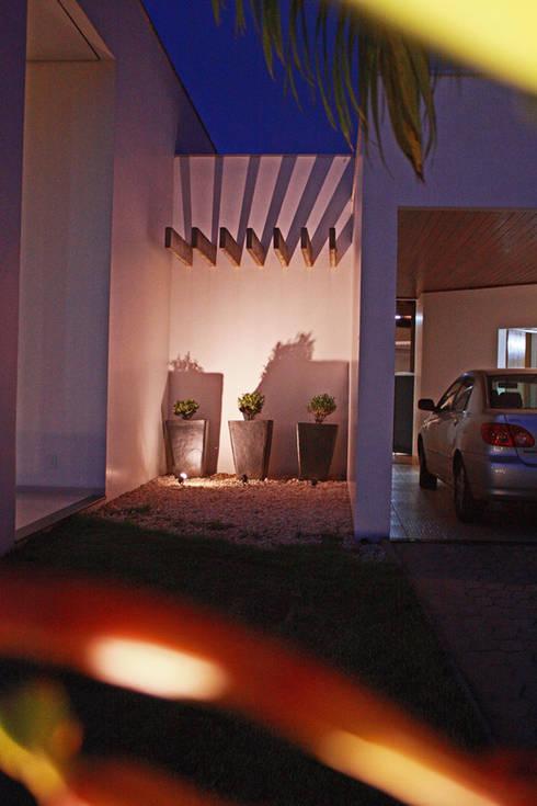 Casa Albuquerque: Casas minimalistas por Marcus Leão Arquitetura