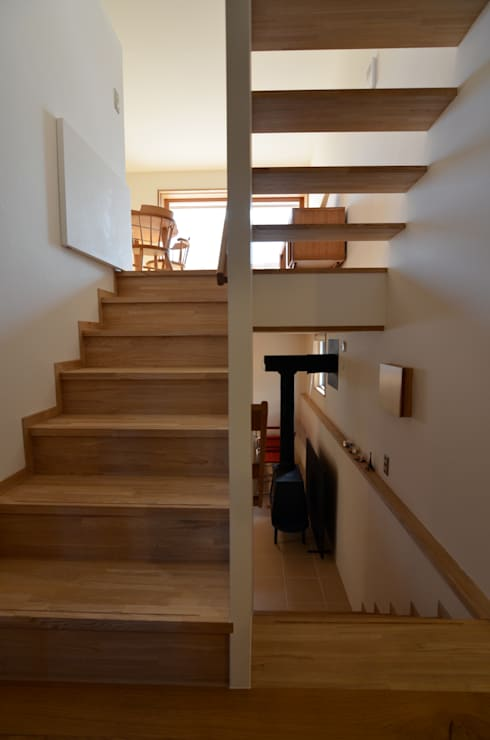 Pasillos y hall de entrada de estilo  por 清建築設計室/SEI ARCHITECT