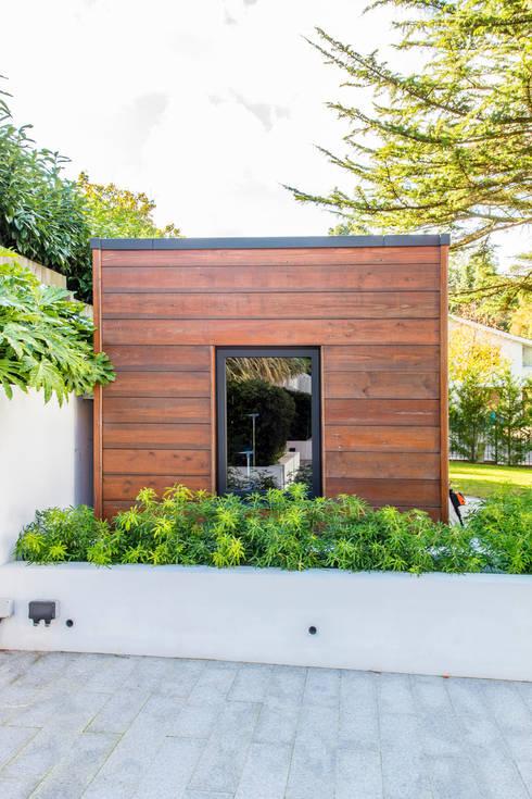 Garage/schuur door David James Architects & Partners Ltd
