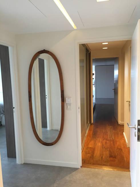 OCAMPO: Pasillos y recibidores de estilo  por taller125