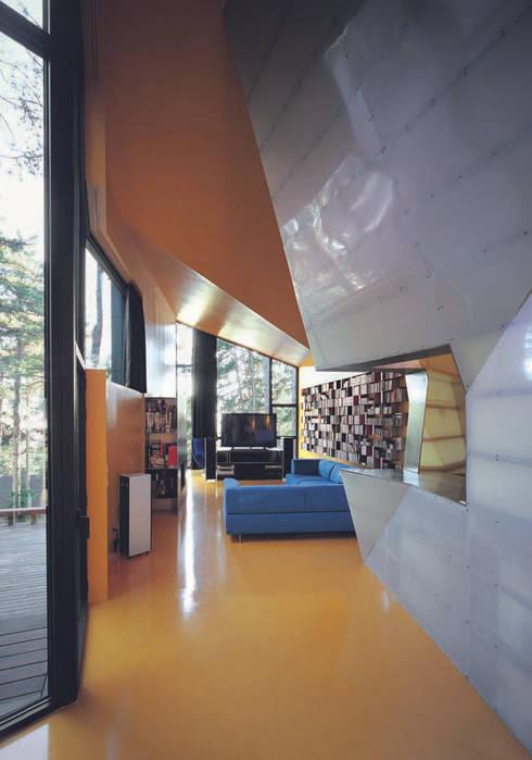 Projekty,  Salon zaprojektowane przez The Sibarist Property & Homes