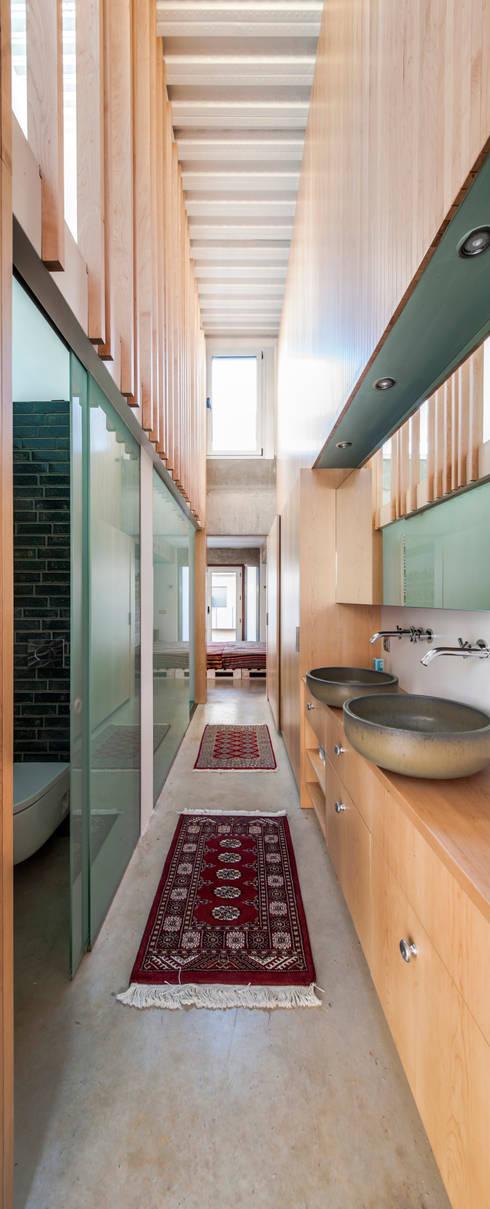 浴室 by Andres Flajszer Photography