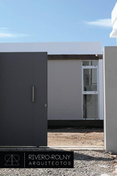 Casas de estilo  por riverorolnyarquitectos