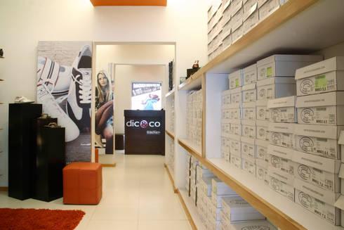 Dic & Co: Paredes de estilo  por DIN Interiorismo