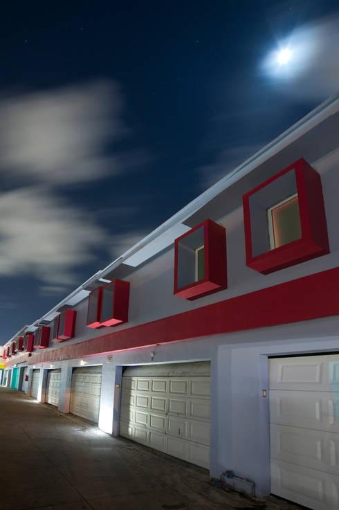 Hotel Condesa de Malibrán : Garajes de estilo moderno por DIN Interiorismo
