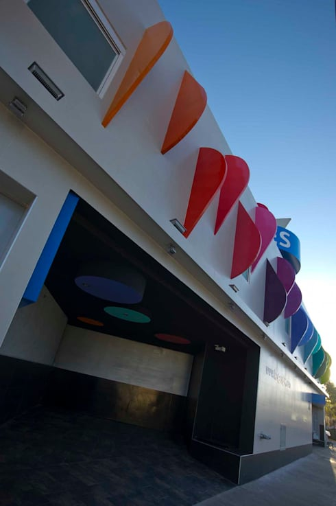 Hotel Ke Color : Casas de estilo moderno por DIN Interiorismo