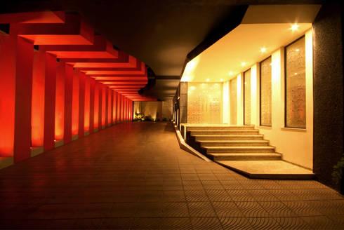 Hotel Cuore: Garajes de estilo moderno por DIN Interiorismo