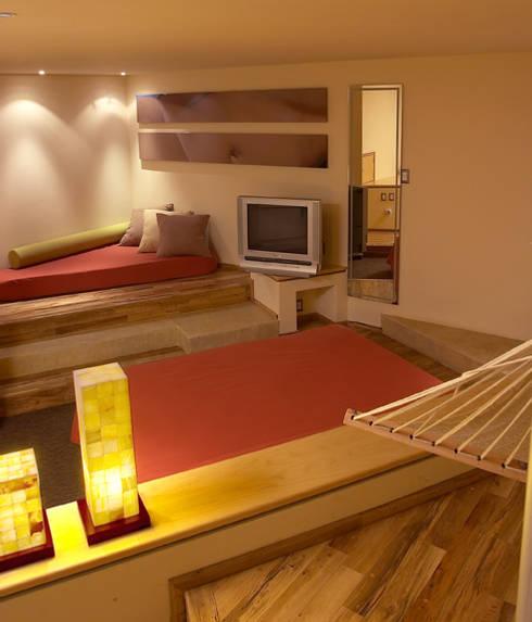 Hotel Pirámides Narvarte : Recámaras de estilo moderno por DIN Interiorismo