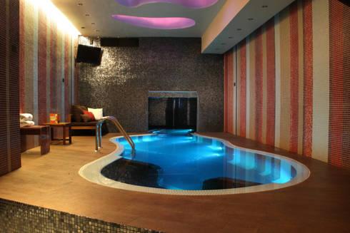 Hotel Pirámides  Valle : Albercas de estilo moderno por DIN Interiorismo