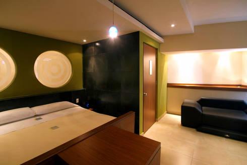 Hotel Portonovo: Recámaras de estilo moderno por DIN Interiorismo