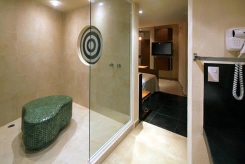 Hotel Portonovo: Baños de estilo  por DIN Interiorismo