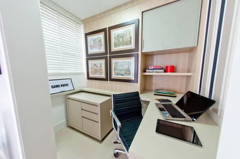 home office: Escritório e loja  por Deise Soares Estúdio de Arquitetura