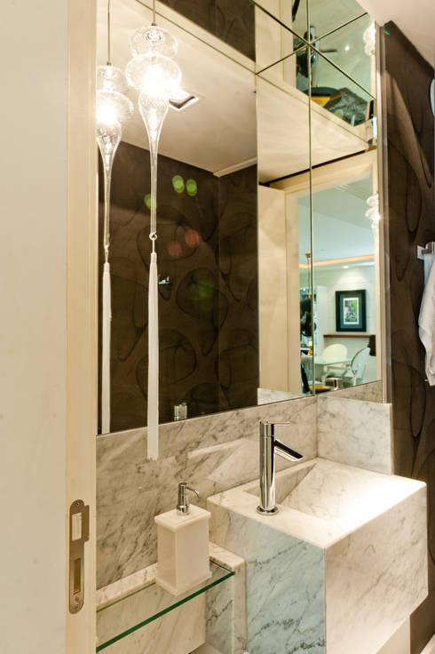 lavabo: Banheiro  por Deise Soares Estúdio de Arquitetura