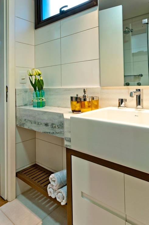 banheiro: Banheiro  por Deise Soares Estúdio de Arquitetura