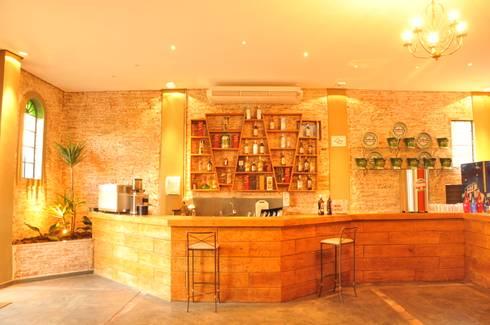 Recepção: Espaços gastronômicos  por Habitat Arquitetos