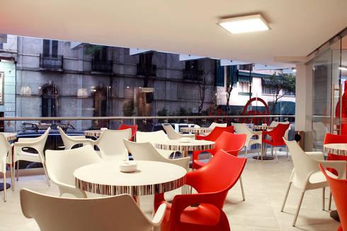 Hotel Howard Johnson: Comedores de estilo moderno por DIN Interiorismo