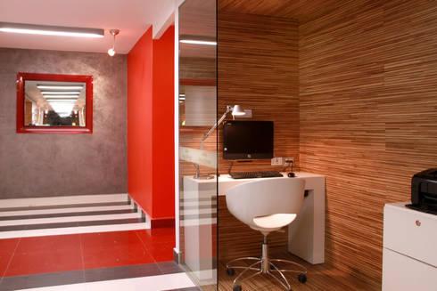 Hotel Howard Johnson: Estudios y oficinas de estilo moderno por DIN Interiorismo
