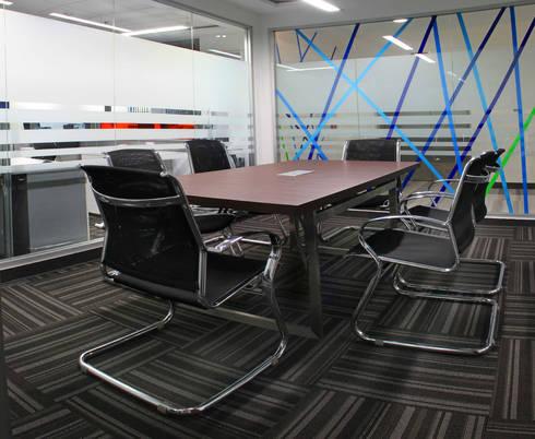 AYESA : Estudios y oficinas de estilo moderno por DIN Interiorismo