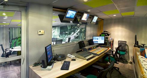 Grupo Imagen : Estudios y oficinas de estilo moderno por DIN Interiorismo