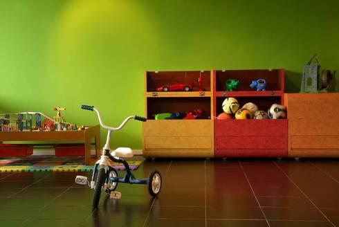 Casa A.P: Recámaras infantiles de estilo moderno por DIN Interiorismo
