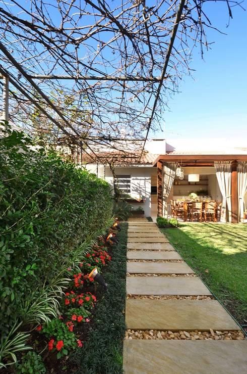 Jardín de estilo  por Stefani Arquitetura