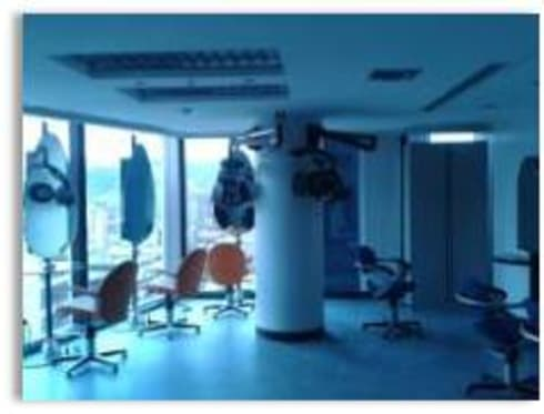 Salón de talleres de peluqueria y estilistas: Oficinas de estilo moderno por Constructora G-9