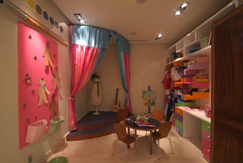 Casa Moro : Recámaras infantiles de estilo moderno por DIN Interiorismo