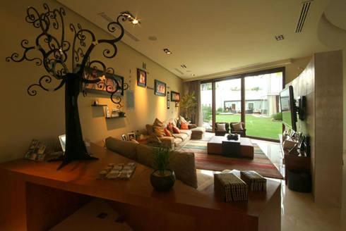 Casa Moro : Salas de estilo moderno por DIN Interiorismo