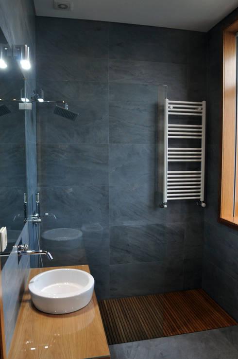 Baños de estilo  por INSIDE arquitectura+design