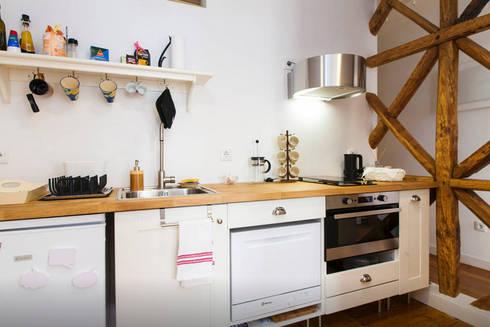 Renovação de Apartamento em Santos: Cozinhas modernas por FORA - Fagulha Oliveira Ruivo