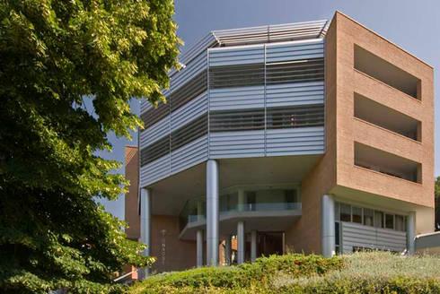 Stunning modern houses by studio giovagnoni architetti for Perla arredamenti santa maria degli angeli