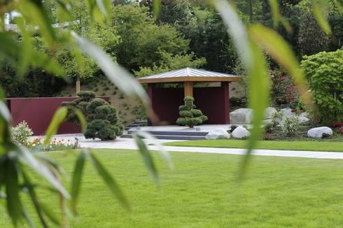 wohngarten mit asiatischen elementen por dirlenbach. Black Bedroom Furniture Sets. Home Design Ideas
