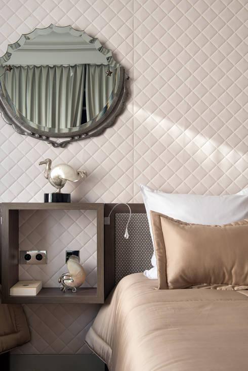 Avenue Bosquet: Chambre de style  par Concrete LCDA