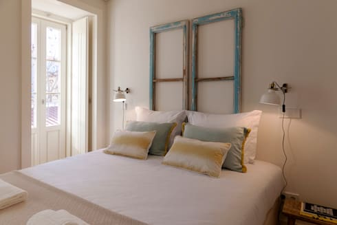 BEDROOM: Quarto  por Home Staging Factory