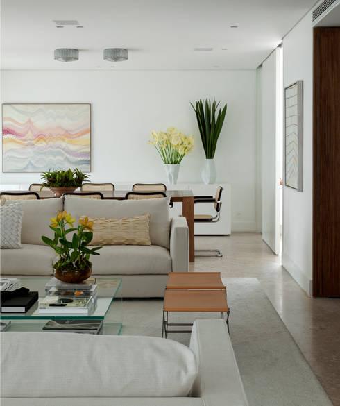 Vila Nova Apartment - Living / Sala de Estar: Salas de estar modernas por DIEGO REVOLLO ARQUITETURA S/S LTDA.