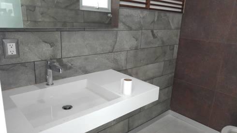 Cuarto de baño, vista lateral: Baños de estilo  por Hogar y Cerámica S.A. de C.V.