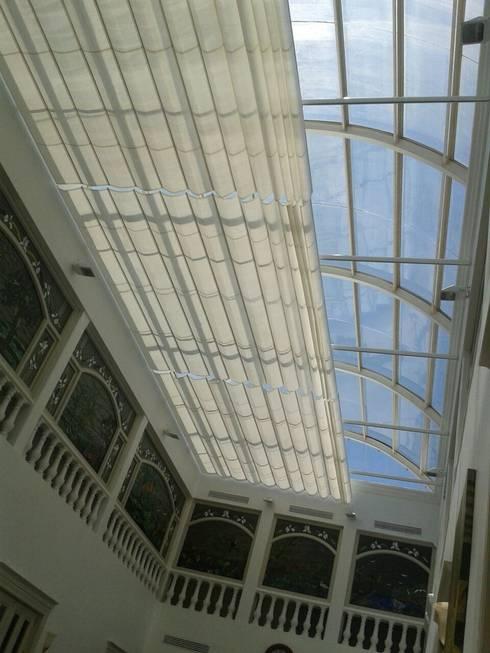 Palilleria ZEN cobertura DOMO sistema semi-extendido: Centros Comerciales de estilo  por GAVIOTA MEXICO