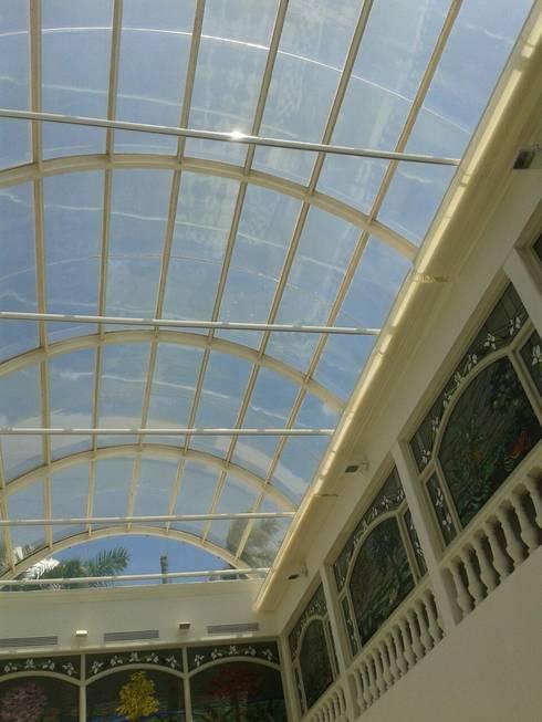 Palilleria ZEN cobertura DOMO sistema retraido: Centros Comerciales de estilo  por GAVIOTA MEXICO