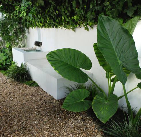 Pátio urbano: Jardins ecléticos por Atelier Jardins do Sul