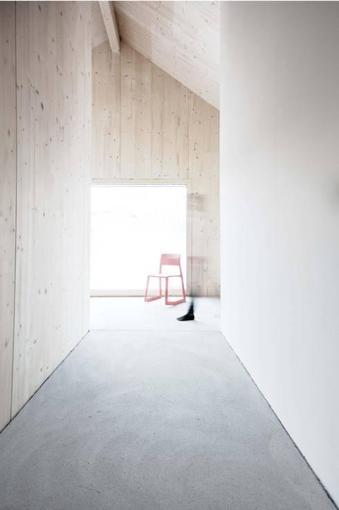 Gang en hal door Studio für Architektur Bernd Vordermeier