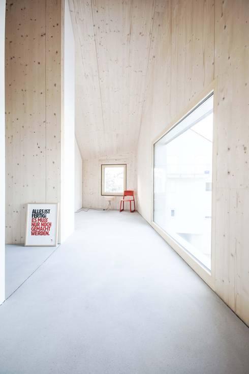 minimalistische Eetkamer door Studio für Architektur Bernd Vordermeier