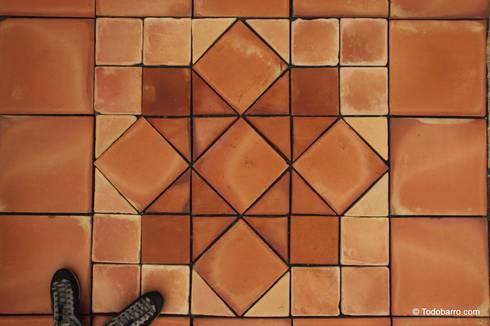 Pavimento cerámico de barro Salomón (19): Paredes y suelos de estilo clásico de Todobarro