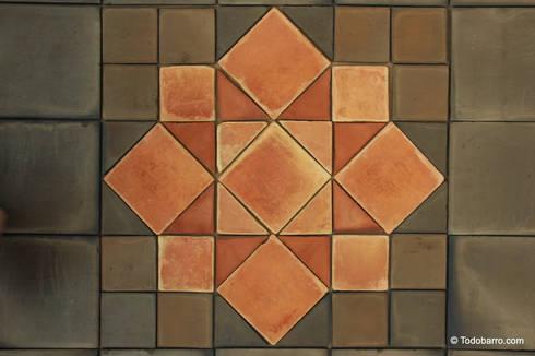 Pavimento cerámico de barro Salomón (06): Paredes y suelos de estilo clásico de Todobarro