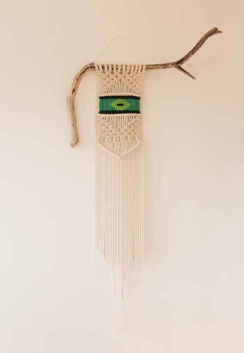 Décoration en macramé et tissage sur bois flotté: Murs & Sols de style  par Ligoarte