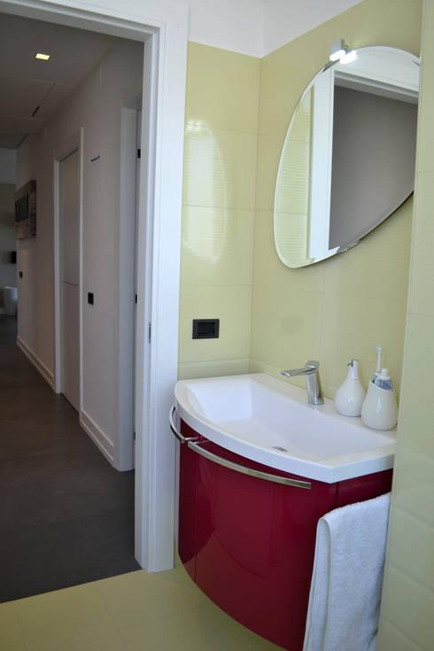 Bathroom by tizianavitielloarchitetto
